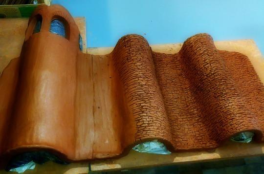 Muralla modelada con arcilla