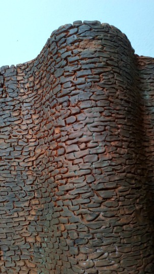 Detalle de la muralla horneada