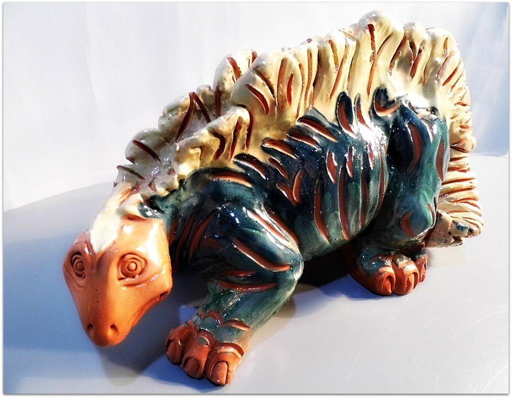 Dinosaurio esmaltado