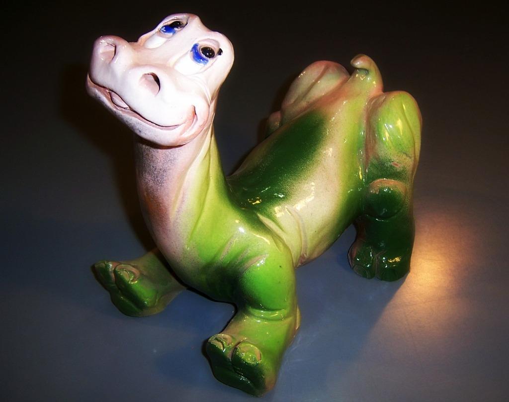 Dinosaurio de cerámica