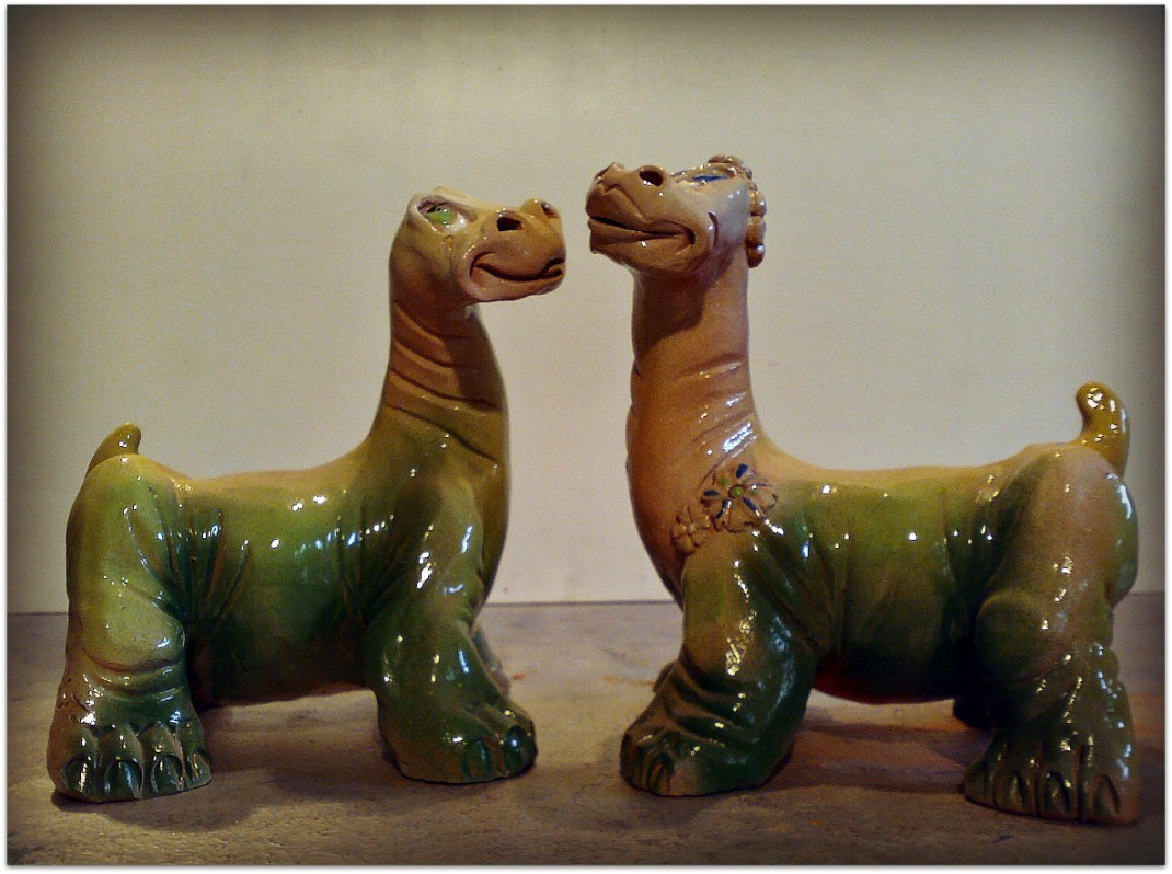 Pareja de Dinosaurios