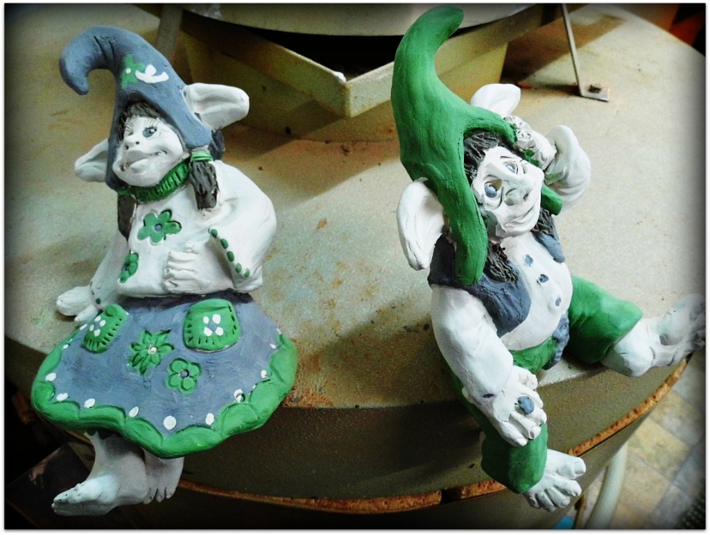 Duendes de cerámica esmaltados