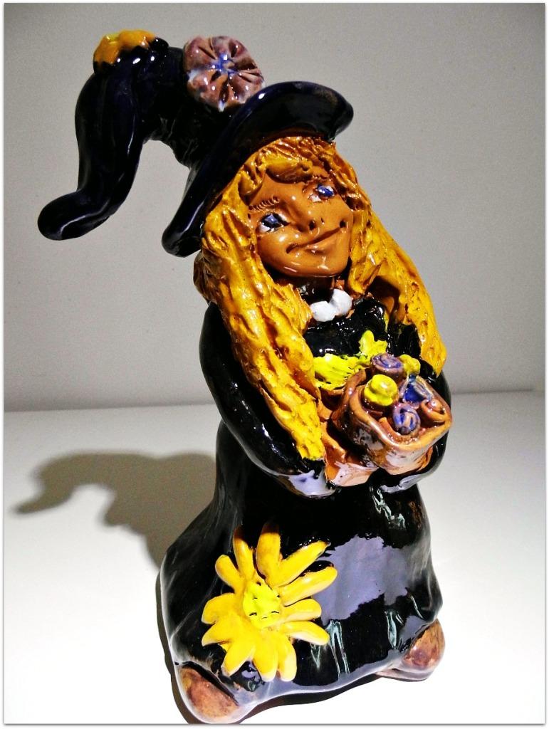 Bruja con flores