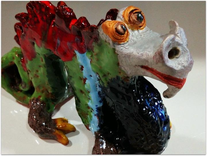 Dragón chino de cerámica