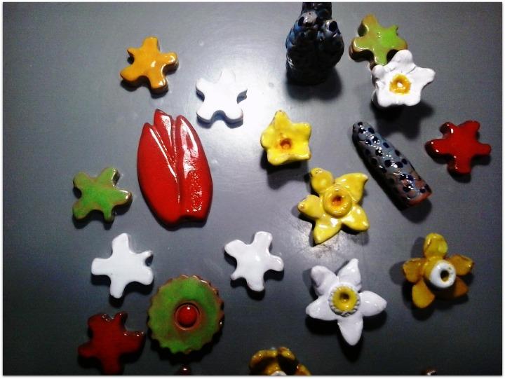 Flores y bulbos de cerámica