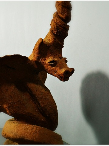 Dragón, escultura de arcilla refractaria